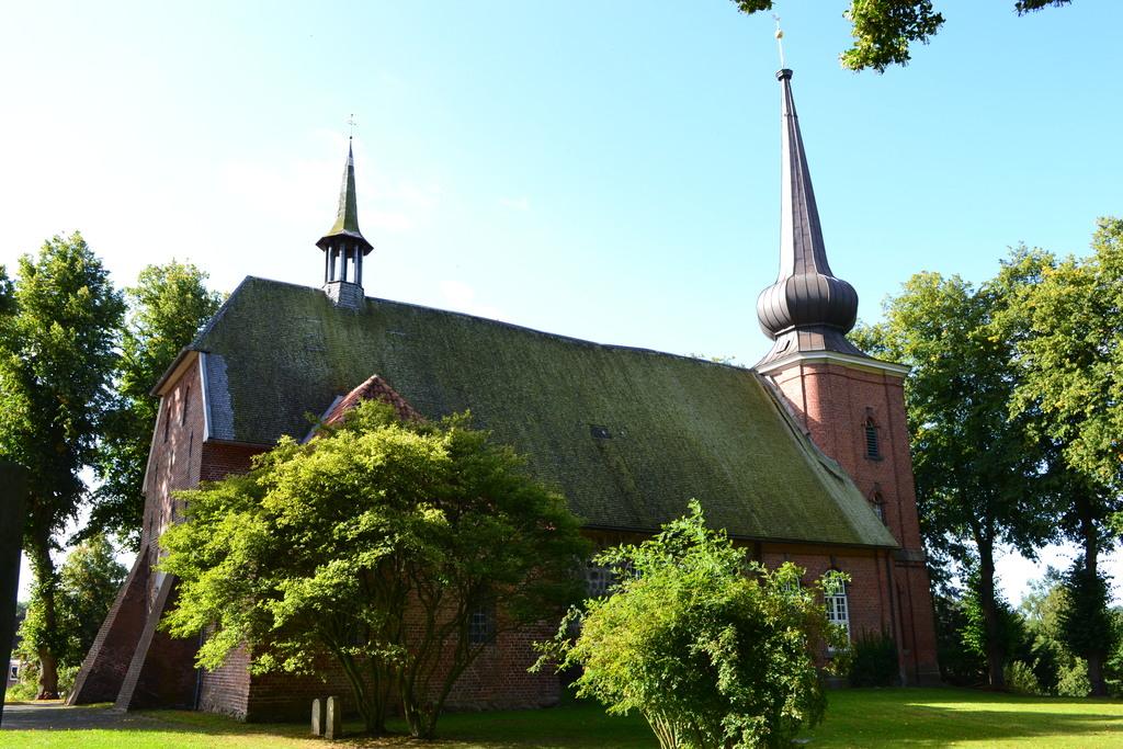 305_Kirche_in_Probsteierhagen.1024