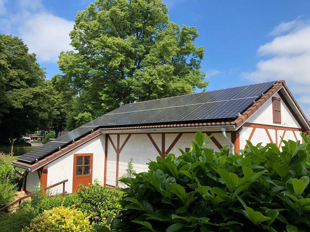 Photovoltaik-Anlage auf dem Carport